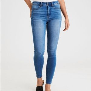 American Eagle Suer High Waisted Suer Soft Jean